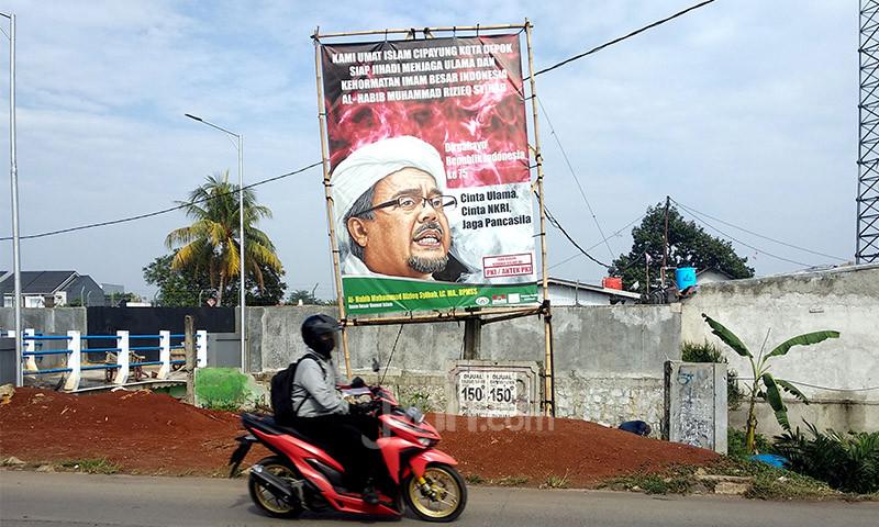5 Berita Terpopuler: Spanduk Habib Rizieq untuk Sindir Siapa? Jokowi Ingatkan yang Sok Agamais, Calon Kapolri - JPNN.com