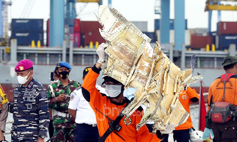 Update Sriwijaya Air SJ 182: Dihantam Gelombang 2,5 Meter, Operasi Evakuasi Dihentikan Sementara - JPNN.com