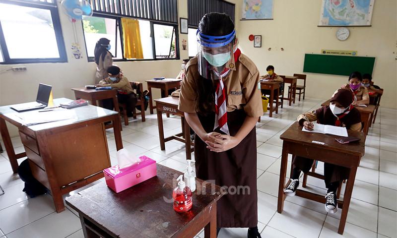 Melihat Siswa SD di Jakarta Kembali Belajar di Kelas - JPNN.com
