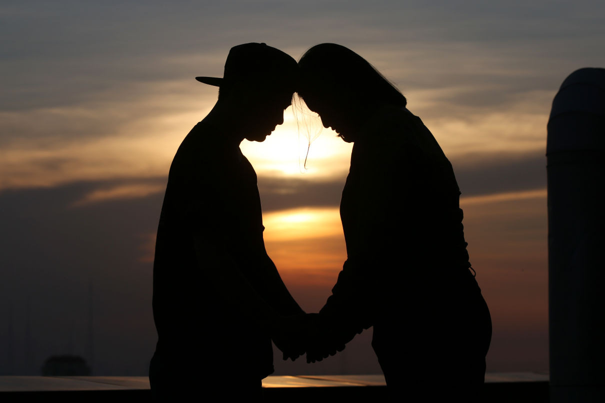 4 Sikap Pria yang Bikin Wanita Jatuh Cinta Setengah Mati - JPNN.com