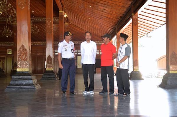 Saat Lebaran, Presiden Jokowi Menyapa Warga di Perkampungan