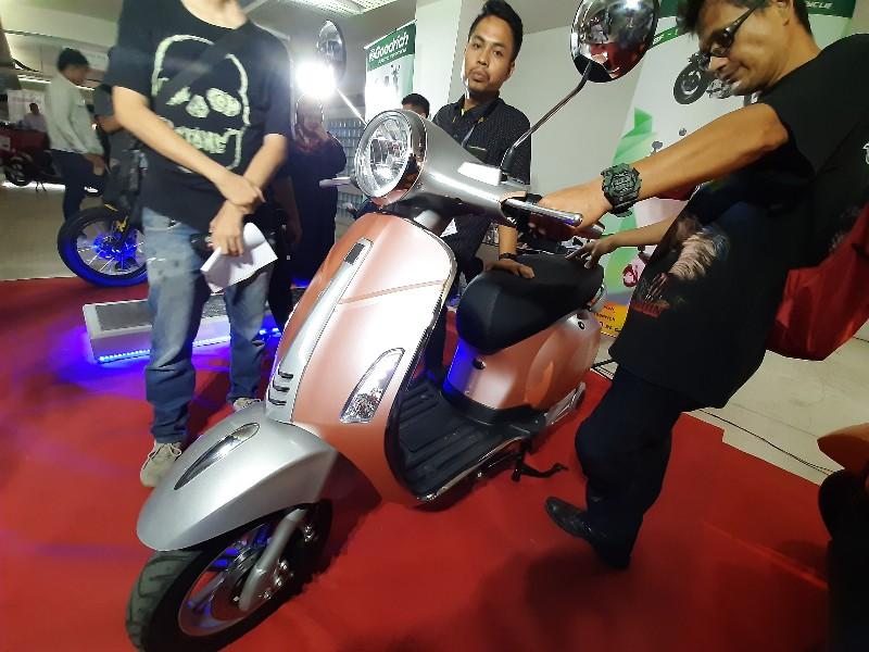 Motor Listrik Asal Hong Kong Ini Tantang Gesits dan PCX Electric di Indonesia