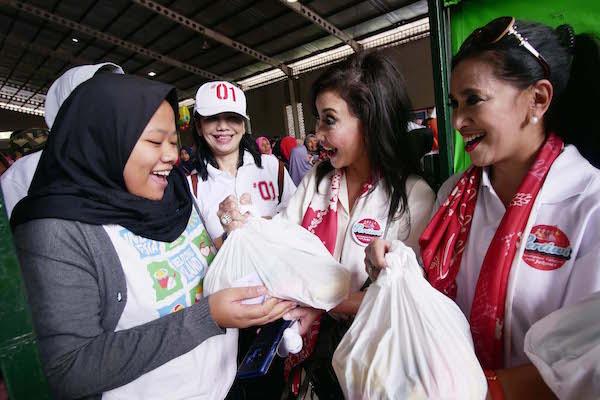 Pertiwi dan Alumni SMA Jakarta Bersatu Selenggarakan Bazar Sembako Murah dan Pentas Seni