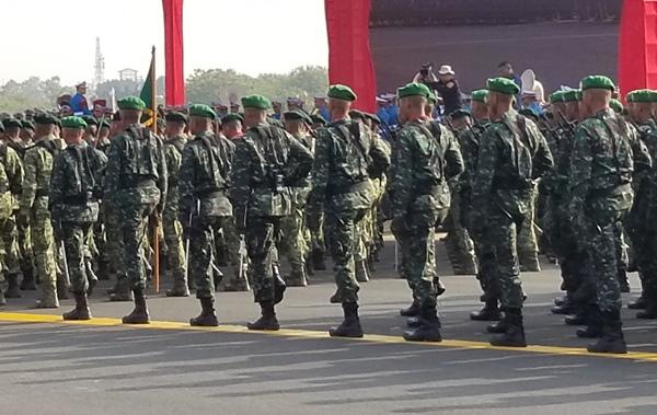 Alutsista Lengkap, Ribuan Pasukan TNI Berkumpul di Halim