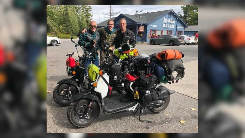 Gokil! 2 Bikers Keliling Dunia dengan Motor 50 Cc