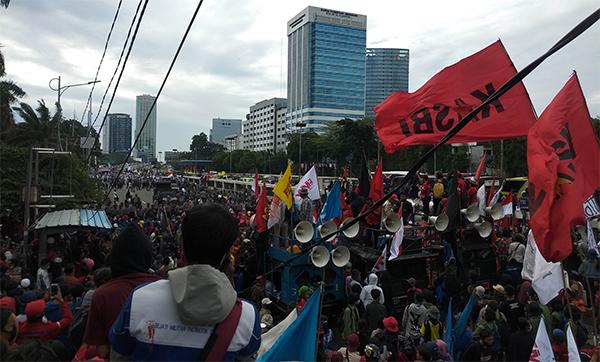 Demonstrasi di Depan DPR, Ada yang Minta Makzulkan Jokowi