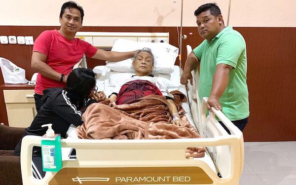 Ayah Dewi Perssik Dirawat di Rumah Sakit