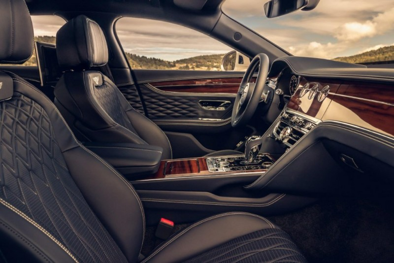 Generasi ketiga Bentley Flying Spur Tawarkan Paket Khusus Bagi Kaum Tajir Dunia