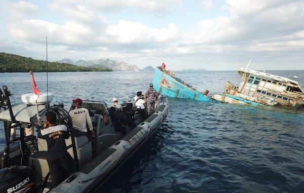 TNI AL Kembali Memusnahkan Tiga Kapal Ikan Asal Vietnam