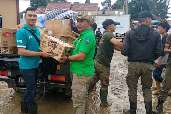 Bank BJB Kembali Serahkan Bantuan Untuk Warga Terdampak Banjir