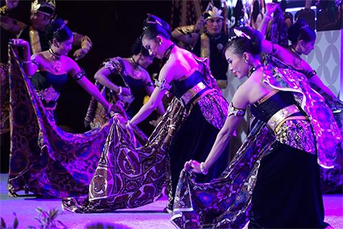 GKR Hemas Buka Simposium Tekstil Tradisional ASEAN 2019