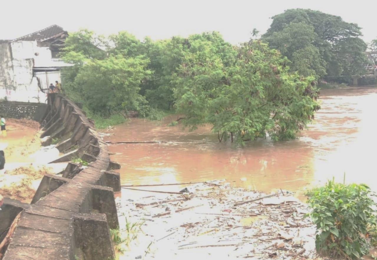 Tanggul Kali Bekasi Jebol, Perumahan Ini Berpotensi Alami Banjir Besar