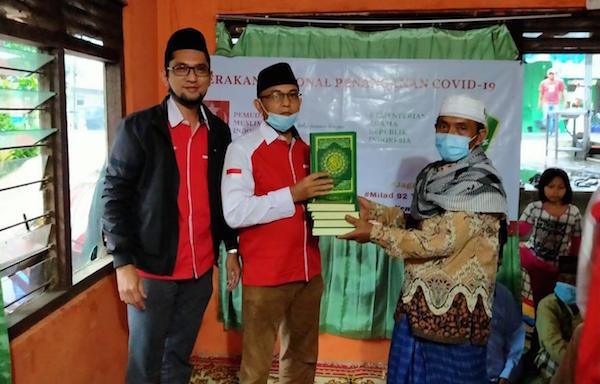Pemuda Muslim Bagikan Ratusan Paket Sembako dan Santuni Anak Yatim