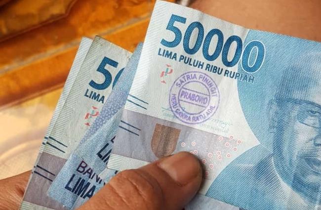 Duit Berstempel Prabowo Satria Piningit Muncul dari ATM BCA