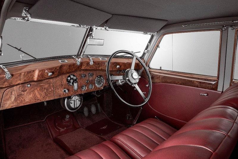 Restorasi Bentley Corniche Sukses Mengembalikan Kemilaunya