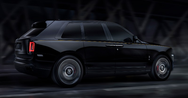 Menikmati Sisi Paling Gelap SUV Ultramewah Rolls Royce