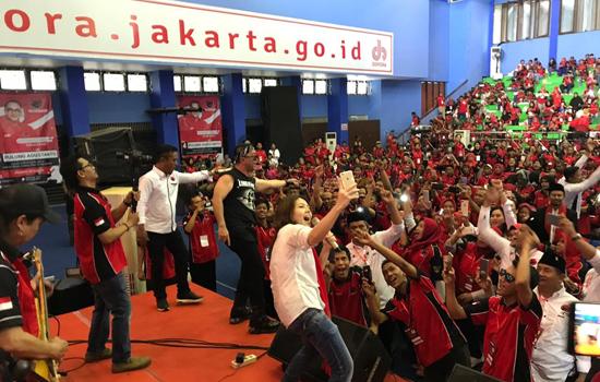 Pulung Caleg Rocker-Tina Toon Semangati Relawan demi Jokowi