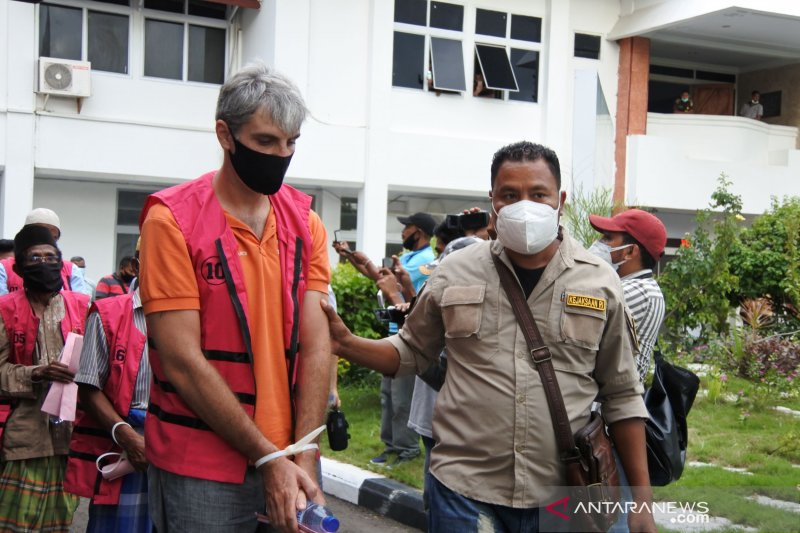 13 Tersangka Kasus Korupsi di Labuan Bajo Ditahan, Pak Bupati Masih Bebas