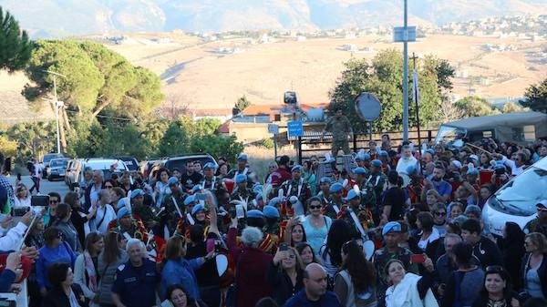 Tampil Atraktif, Pasukan Garuda Memukau Ribuan Warga Lebanon