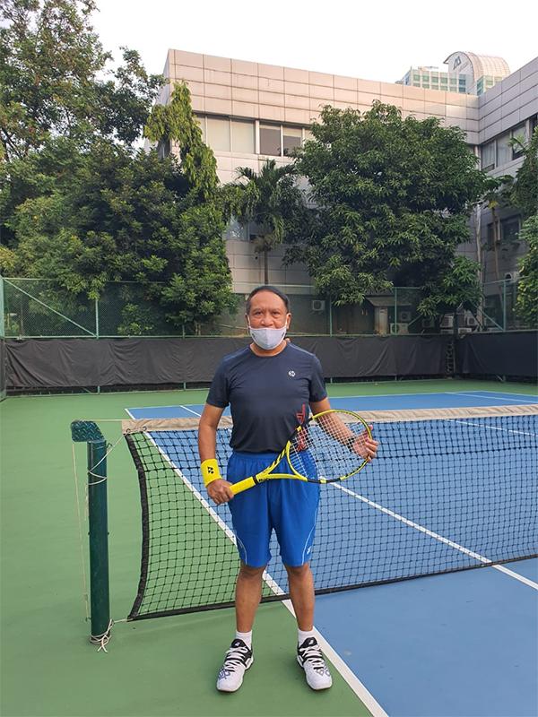 Zainudin Amali, Main Pingpong dengan Satpam, Tenis Melawan Pegawai Kemenpora