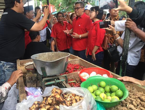 Blusukan di Pasar Panji, Hasto Beli Makanan Tradisional, Ningsih Semringah