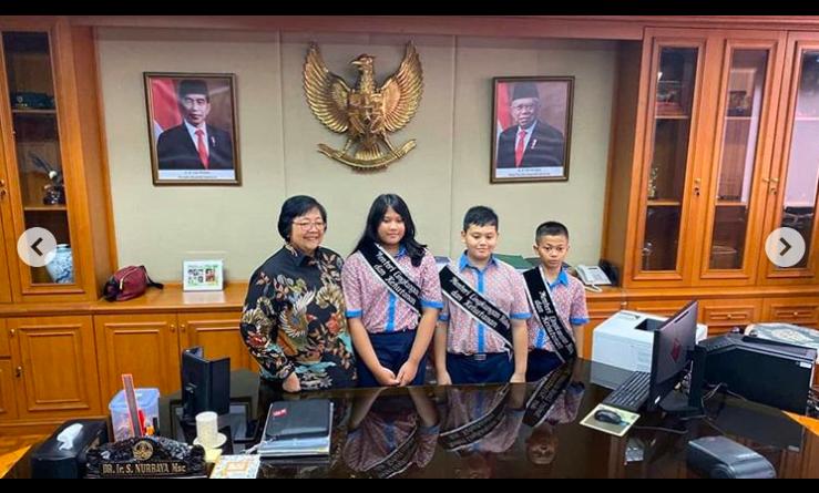 Istimewa, Tiga Bocah SD Dikawal Ketat Ikut Rapat di Ruang Kerja Menteri Siti