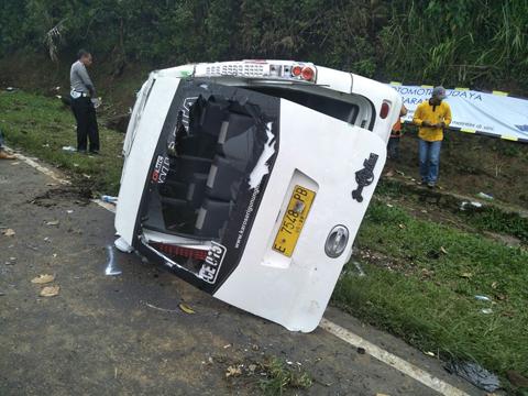 Lagi, Kecelakaan di Tanjakan Emen, 16 Orang Terluka