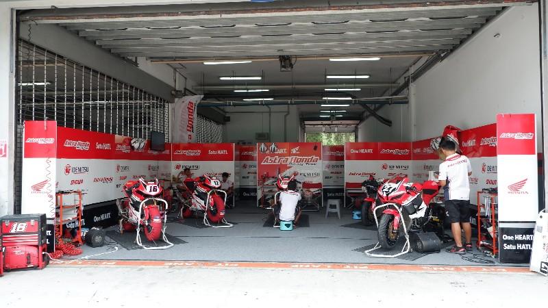 Suasana Paddock Pembalap Indonesia AHRT di Seri ke-6 ARRC Malaysia