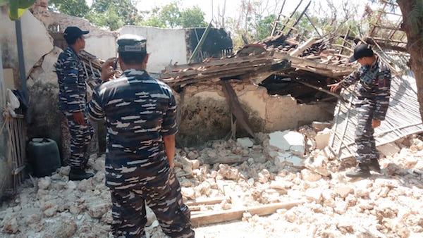 Danlanal Bawa Bantuan TNI AL untuk Warga Korban Gempa