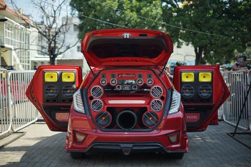 Malang Jadi Kota Pembuka Kontes Modifikasi Mobil Black Auto Battle 2019