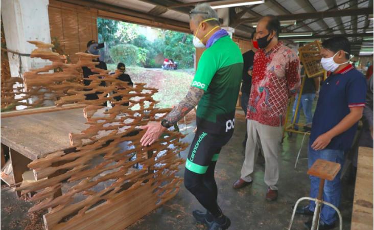 Pak Ganjar Takjub Perusahaan Furnitur di Bangunan Tua itu Sudah Mendunia