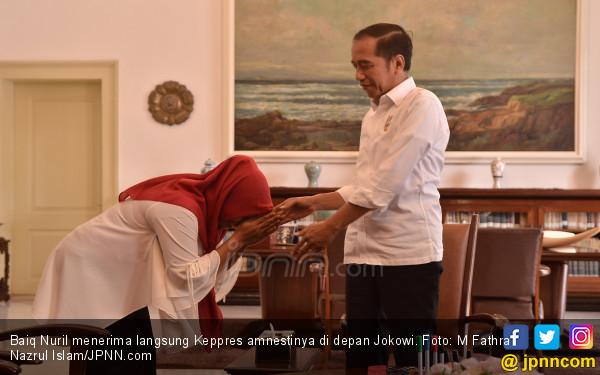 Usai Bertemu Jokowi, Baiq Nuril: Beliau Tanya Saya Masih Bekerja atau Berhenti