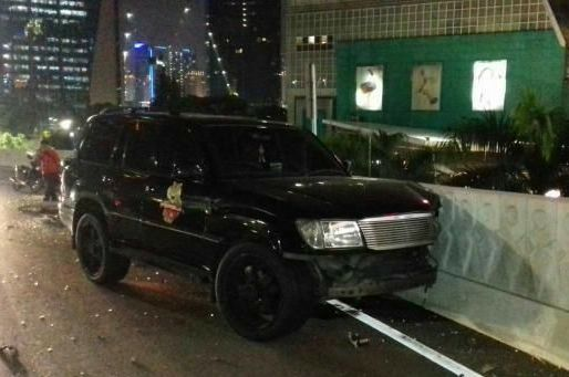 Brakkk.... Marko Simic Tabrak Mobil Polisi di Semanggi