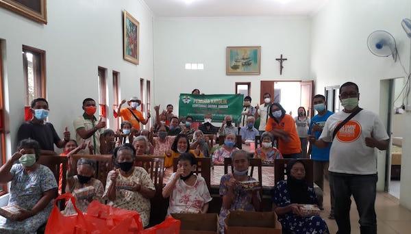 Pemuda Katolik Komda Banten Bantu Warga Terdampak Covid-19