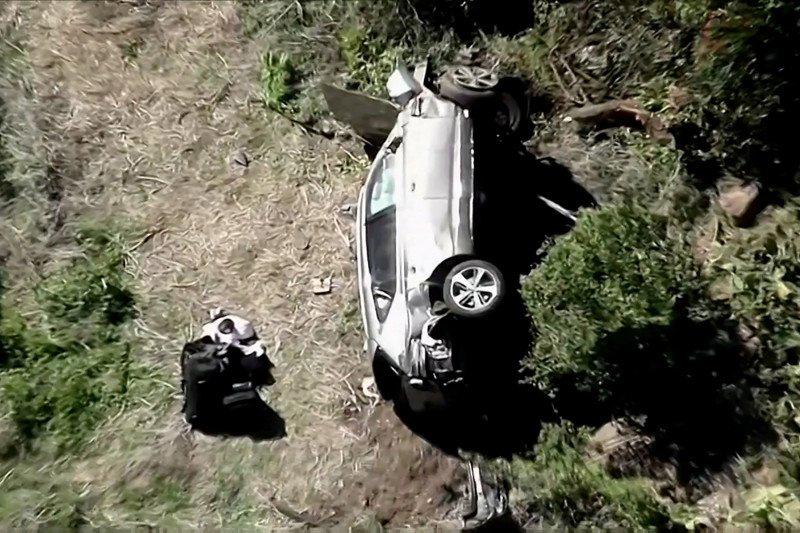 Tiger Woods Kecelakaan, Mobilnya Terguling Masuk Jurang, Rusak Parah