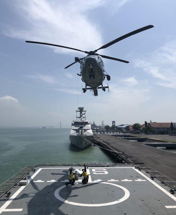 Tim Medis Mengevakuasi Pasien Pakai Helikopter dari Kapal Perang TNI AL, Mohon Doanya