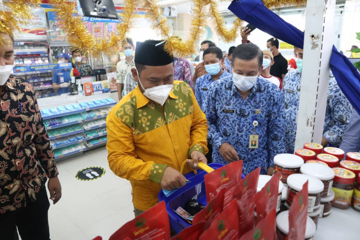 Belasan Produk UMKM Asal Gresik Lolos Verifikasi, Kini Dijual di Swalayan Modern - JPNN.com Jatim