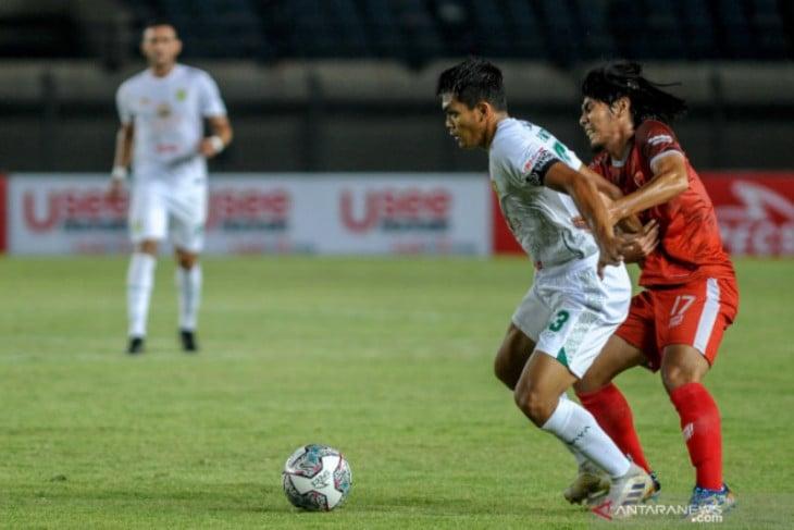 Kecewanya Aji Santoso, Persebaya Dibantai 1-3 Sama PSM Makassar - JPNN.com Jatim