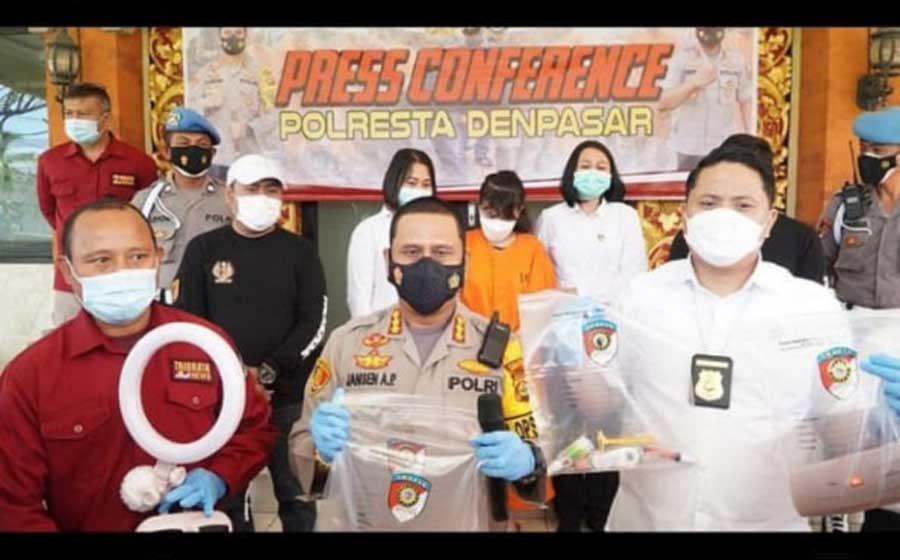 Sita Dildo Sampai Daster Selebgram RR saat Live Telanjang di Mango Live, Ini Temuan Lain di TKP - JPNN.com Bali