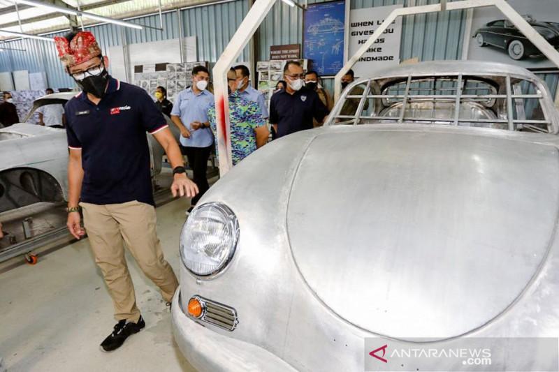 Bang Sandi Terkesima Mobil Klasik di Tuksedo Studio Bali, Ini Janjinya - JPNN.com Bali