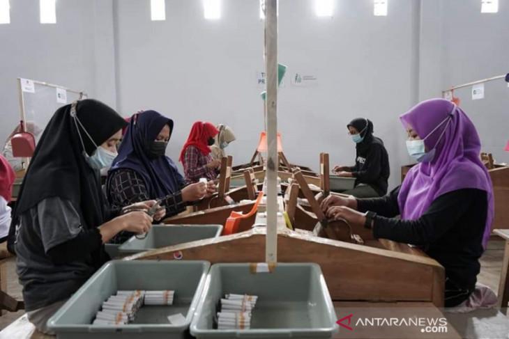 1.690 Buruh Tembakau di Lumajang Diusulkan Terima BLT Cukai Rokok - JPNN.com Jatim