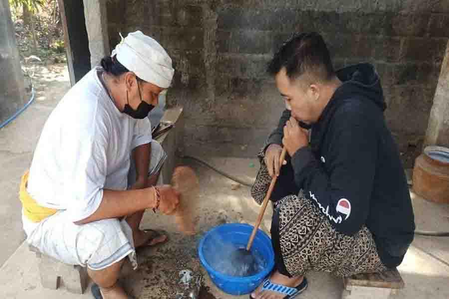 Medudus; Cara Alternatif Obati Sakit Gigi dengan Biji Terong, Genteng dan Minyak Usada - JPNN.com Bali
