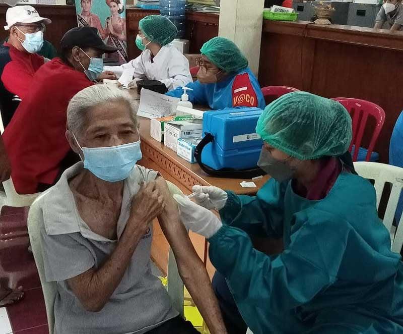 Satgas Covid-19 Denpasar Genjot Vaksinasi, Giliran Sisir Warga Lansia - JPNN.com Bali
