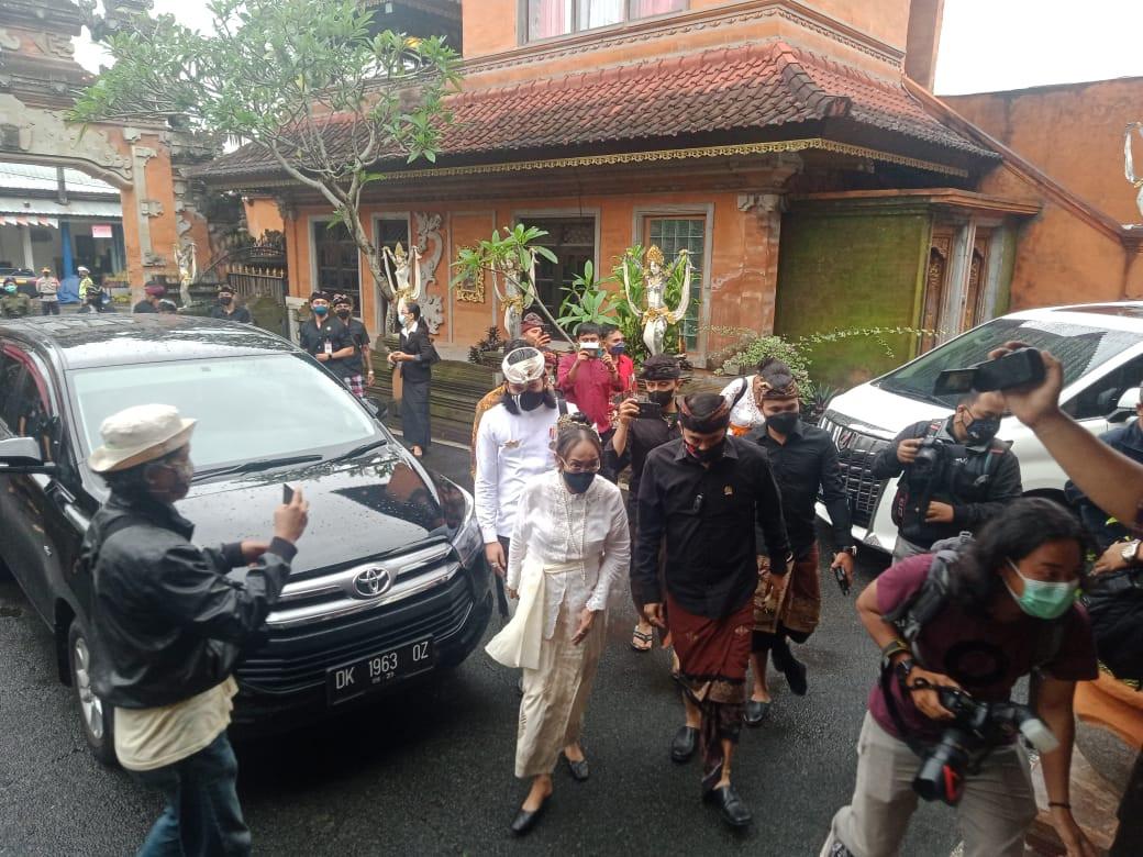 AWK Akui Sering Ajak Sukmawati ke Pura Sebelum Jadi Hindu, Ungkap Arti Gelar Ratu Niang - JPNN.com Bali