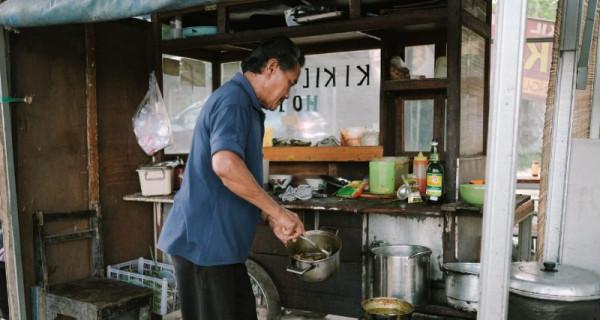Warung 'Kikil Hot Pak Sis', Legendaris di Cepu Sejak 28 Tahun - GenPI.co