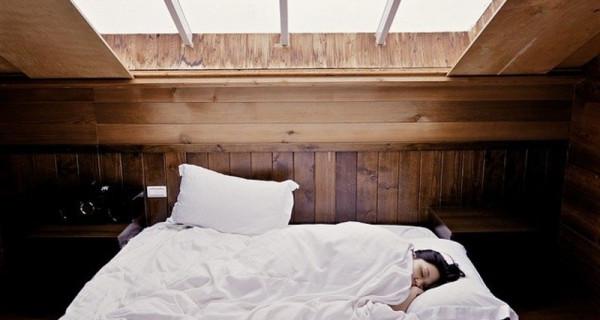 Ingin Tidur Lebih Nyenyak? Cobalah 4 Minuman Berikut - GenPI.co