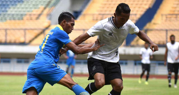 Persib vs Persikabo Imbang, Robert Rene Alberts Malah Senang - GenPI.co