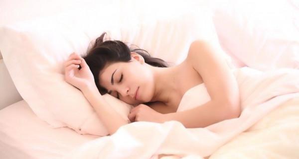 Ladies, Simak Dampak Buruk Memakai Bra Saat Tidur - GenPI.co
