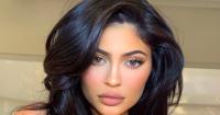 3 Warna Lipstik Cocok Bagi Pemilik Bibir Tebal, Bisa Tiru Kylie! - GenPI.co