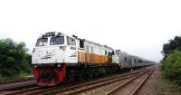 21 Kereta Api Lokal Jakarta Batal Jalan Mulai 1 April 2020 - GenPI.co
